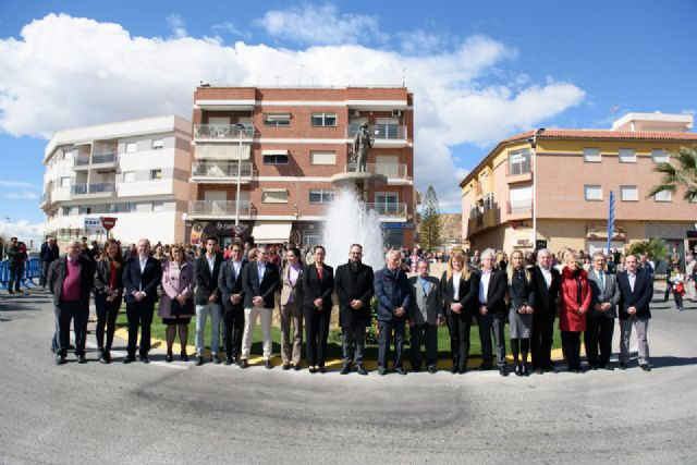 Vecinos y corporación municipal rinden homenaje a las víctimas de los accidentes mineros - 1, Foto 1