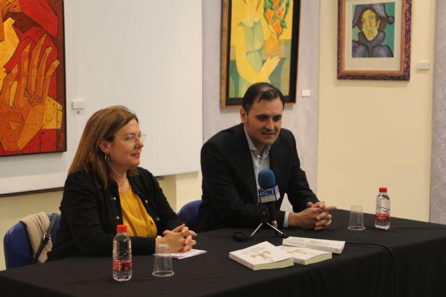El magistrado Salvador Calero, presenta La Aldea de las Casas de Cartón - 1, Foto 1