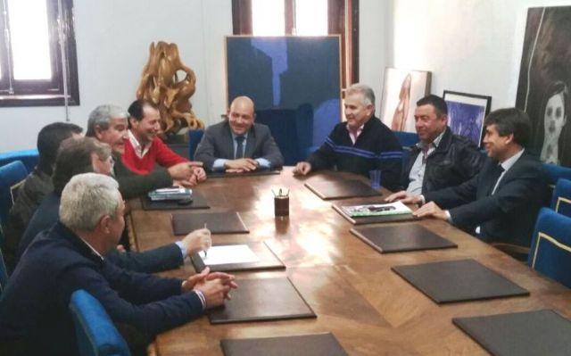 El alcalde se reúne con los cooperativistas agrarios y plantea un convenio con FECOAM - 1, Foto 1