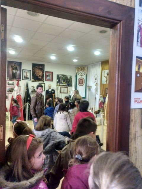 Los colegios torreños, de visita a la exposición permanente de Semana Santa - 5, Foto 5
