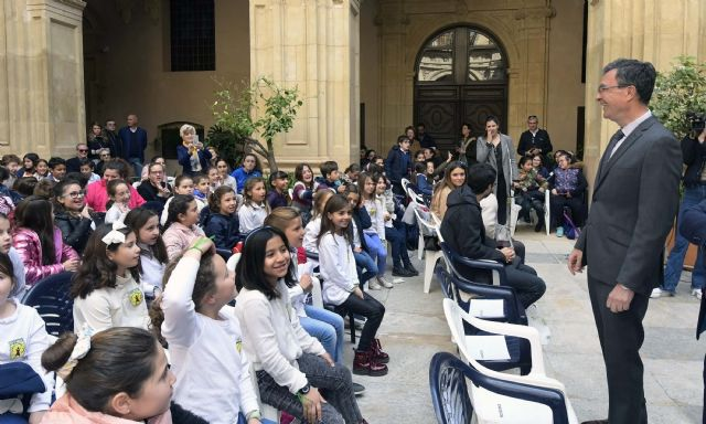 Más de 300 escolares ponen su voz al servicio de los que más lo necesitan en la IV Jornada Mundial Solidaria - 1, Foto 1