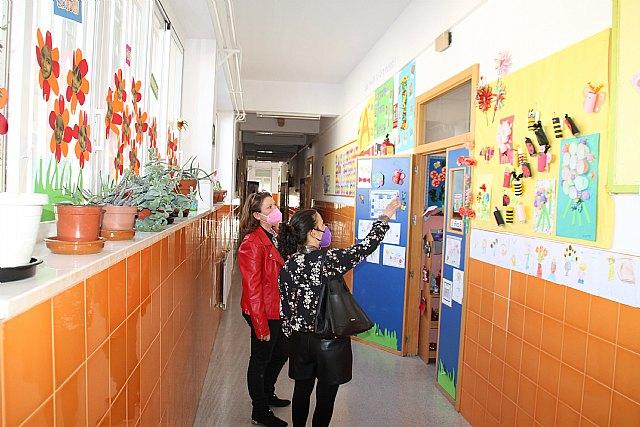 La concejal de Educación agradece a los centros escolares su contribución a la floración - 1, Foto 1