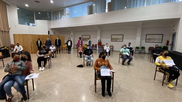 El Ayuntamiento de Puerto Lumbreras entrega diplomas a 30 alumnos de formaciones ocupacionales del programa Currélatelo - 4, Foto 4