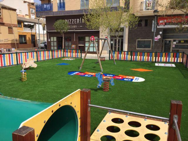 Se sustituye el pavimento de los juegos infantiles de la Plaza de la Alcoholera de Menor - 1, Foto 1