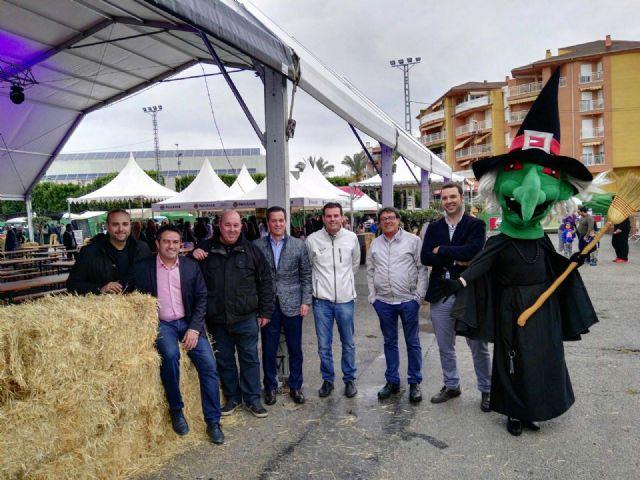 Comenzó en la tarde de ayer en Alcantarilla el primer BRUJOFEST hasta el lunes próximo 1 de mayo, doce conciertos, feria de la cerveza, seis caravanas de food truck y la final del concurso Bruja Pop - 2, Foto 2