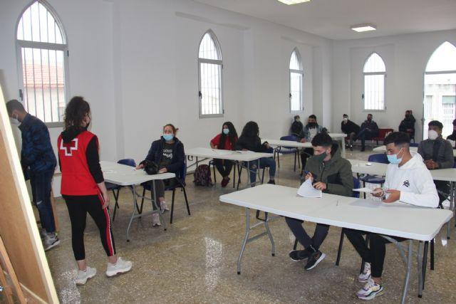 En marcha las clases de español para inmigrantes que imparte Cruz Roja mediante el convenio con el Ayuntamiento de Jumilla - 1, Foto 1