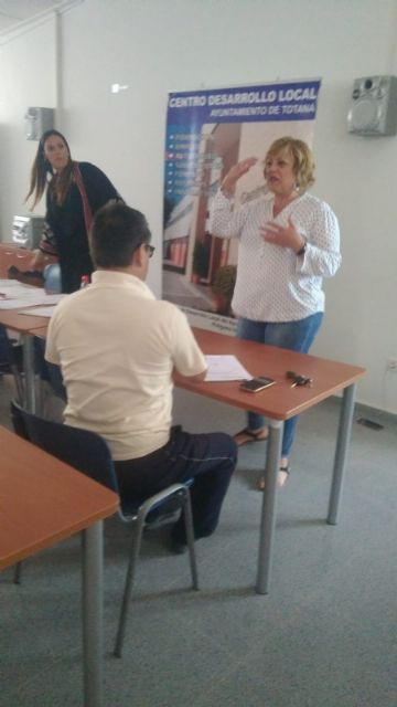 """The """"Independent Living and Personal Assistant"""" action to train caregivers of dependent people is launched at the Local Development Center, Foto 4"""
