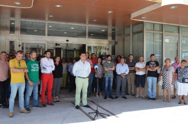 El Ayuntamiento de San Javier guardó un minuto de silencio en solidaridad con las víctimas del atentado terrorista en Estambul - 1, Foto 1