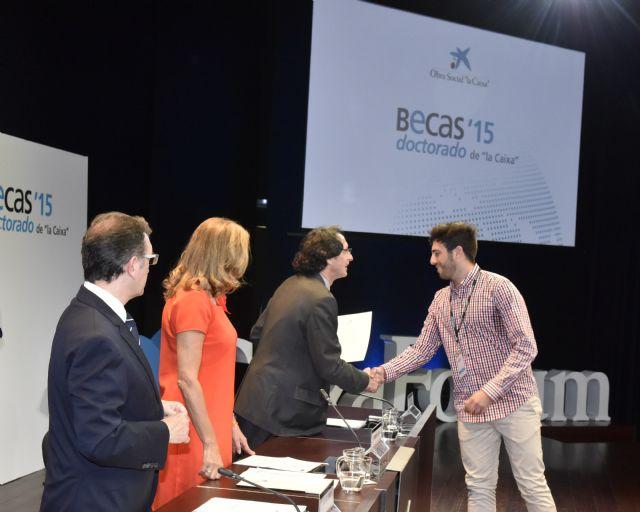 Cuatro estudiantes de Murcia reciben una beca de la Caixa para cursar doctorados en universidades y centros de investigación de referencia de España - 3, Foto 3