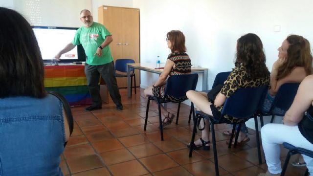 Se realiza un debate-fórum sobre la realidad y la diversidad de la condición humana dentro de las actividades por la igualdad del Colectivo LGTB, Foto 2