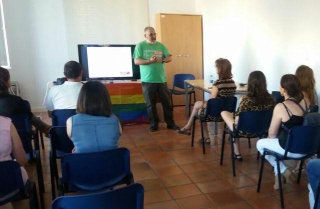 Se realiza un debate-fórum sobre la realidad y la diversidad de la condición humana dentro de las actividades por la igualdad del Colectivo LGTB, Foto 3