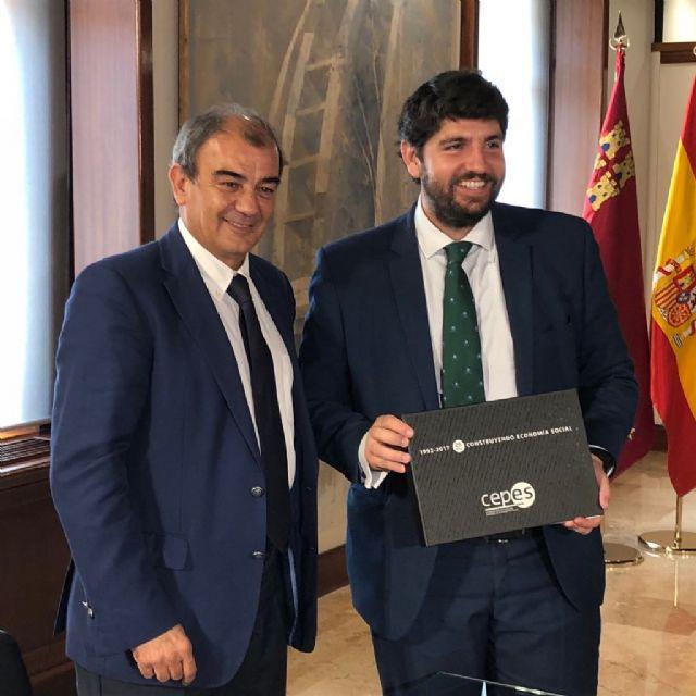 López Miras recibe al presidente de la Unión de Cooperativas de la Región de Murcia (Ucomur) - 2, Foto 2