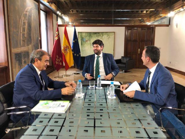López Miras recibe al presidente de la Unión de Cooperativas de la Región de Murcia (Ucomur) - 3, Foto 3