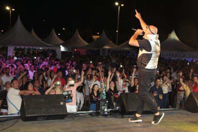 El festival 'Un viaje a los 90' transforma el recinto ferial de San Pedro del Pinatar en una gran discoteca - 1, Foto 1