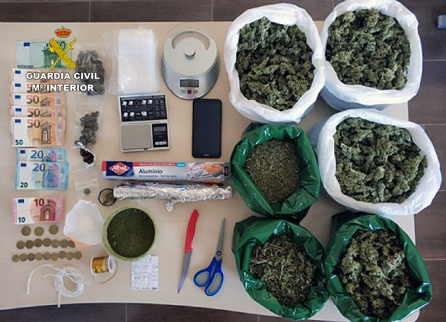 Desmantelan un punto de venta de droga al menudeo en un domicilio de Totana, Foto 1
