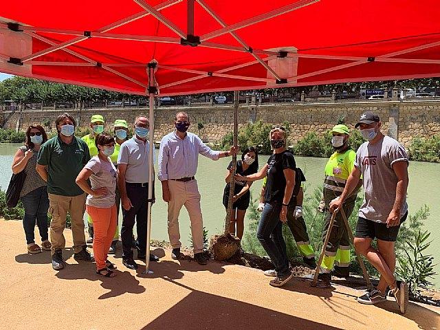 Decenas de voluntarios plantan más de 300 árboles y especies vegetales de ribera con motivo del Día mundial del árbol - 1, Foto 1