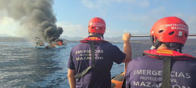 Comunicado Protección Civil - Salvamento embarcación, Foto 1