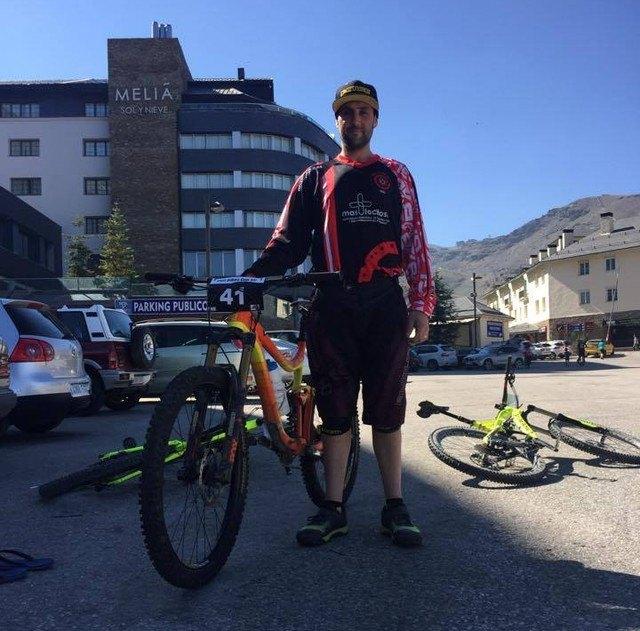 La Mastocitosis tendrá visibilidad en la prueba de descenso en Sierra Nevada, gracias al ciclista alhameño de enduro y descenso, Luis Sánchez, Foto 1