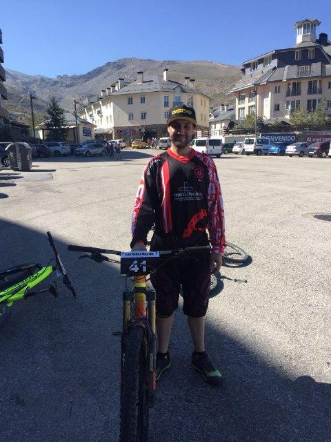 La Mastocitosis tendrá visibilidad en la prueba de descenso en Sierra Nevada, gracias al ciclista alhameño de enduro y descenso, Luis Sánchez, Foto 2