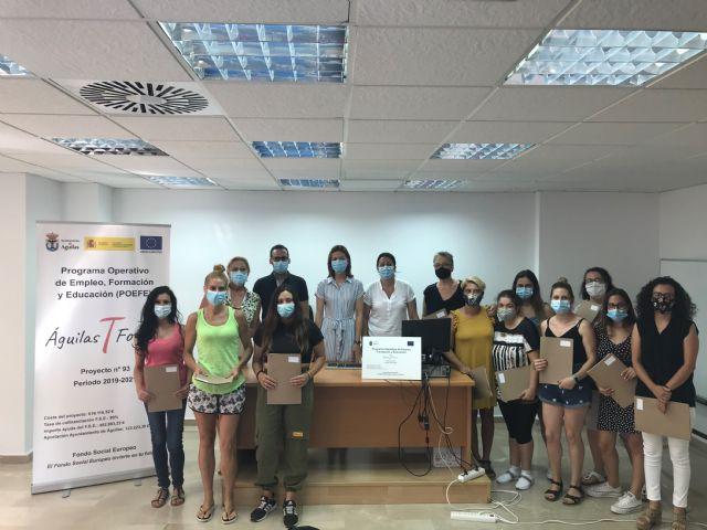 Los participantes en el itinerario formativo Atención socio-sanitaria a personas dependientes en instituciones sociales reciben sus certificados de profesionalidad - 1, Foto 1