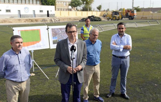 Arrancan las obras del campo de fútbol de Churra, que permitirán ampliar sus dimensiones y renovar el césped - 1, Foto 1