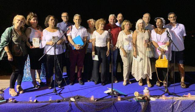 Decenas de personas disfrutaron de la poesía en la noche de los 'mares de papel' - 2, Foto 2