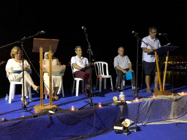 Decenas de personas disfrutaron de la poesía en la noche de los 'mares de papel' - 3, Foto 3