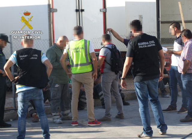 The Civil Guard detains the managers of a company for irregularities in the hiring of foreign workers, Foto 1