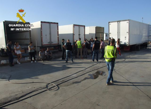 The Civil Guard detains the managers of a company for irregularities in the hiring of foreign workers, Foto 3