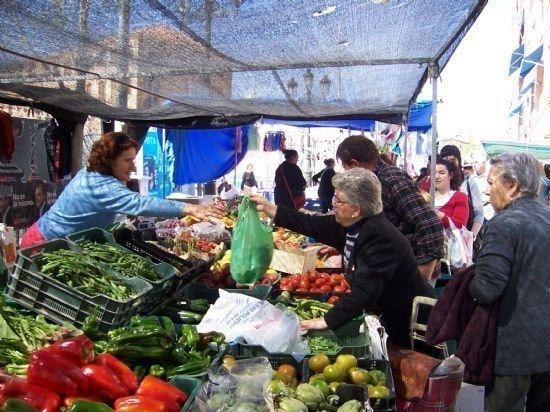 El mercado semanal no se moverá de la Avda. Juan Carlos I, Foto 1