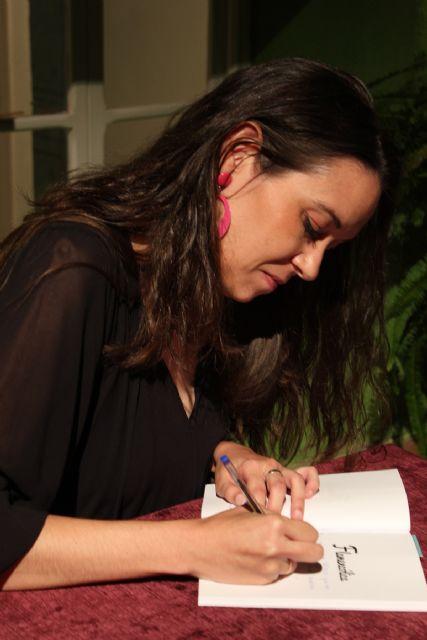 Rocío Hellín presenta en Puerto Lumbreras 'Flamencólica', su primer trabajo en papel - 3, Foto 3