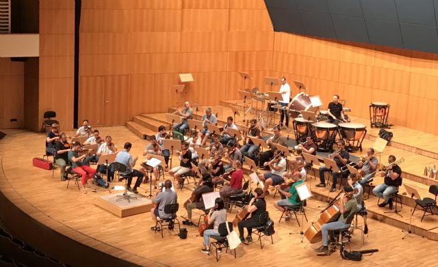La Orquesta Sinfónica de la Región de Murcia acompaña al cantaor José Mercé en el Teatro Romea - 1, Foto 1