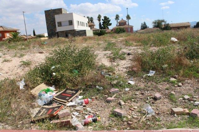 """Un bando de la Alcaldía insta a la limpieza y mantenimiento de los solares urbanos privados del casco urbano, El Paretón y la urbanización """"La Charca"""""""