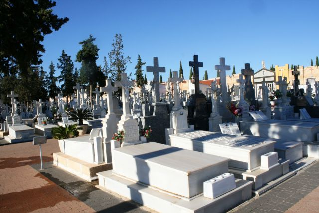"From today, it will not be possible to carry out repairs inside the Municipal Cemetery ""Ntra. Sra. Del Carmen"" until the All Saints' Day passes"