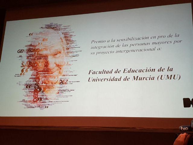 La facultad de Educación de la UMU recibe un premio por su sensibilización en la integración de las personas mayores - 1, Foto 1