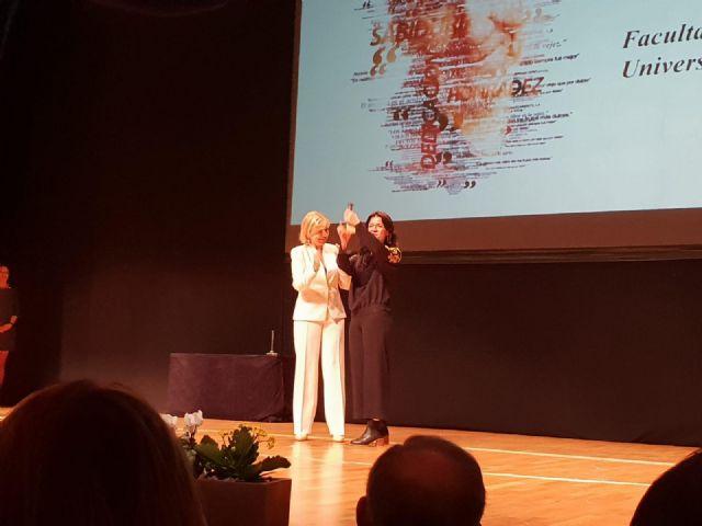 La facultad de Educación de la UMU recibe un premio por su sensibilización en la integración de las personas mayores - 2, Foto 2
