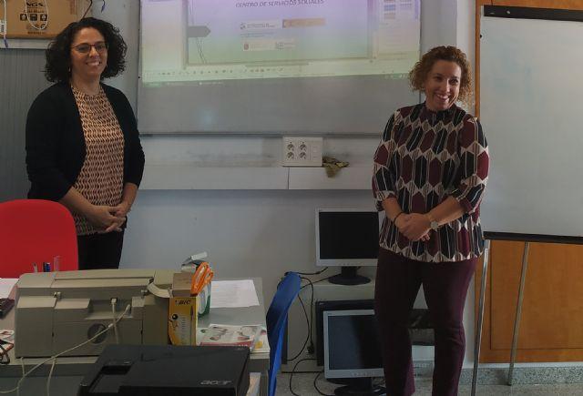 Bienestar Social pone en marcha un taller de alfabetización digital dirigido al colectivo gitano - 1, Foto 1