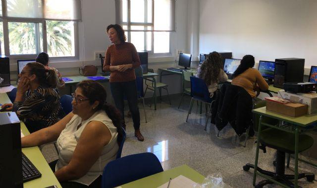 Bienestar Social pone en marcha un taller de alfabetización digital dirigido al colectivo gitano - 2, Foto 2
