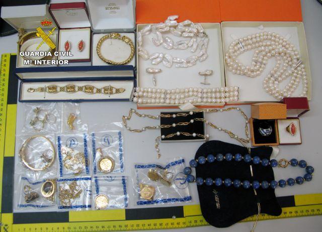 La Guardia Civil desmantela un grupo criminal dedicado a la venta de joyas robadas - 1, Foto 1
