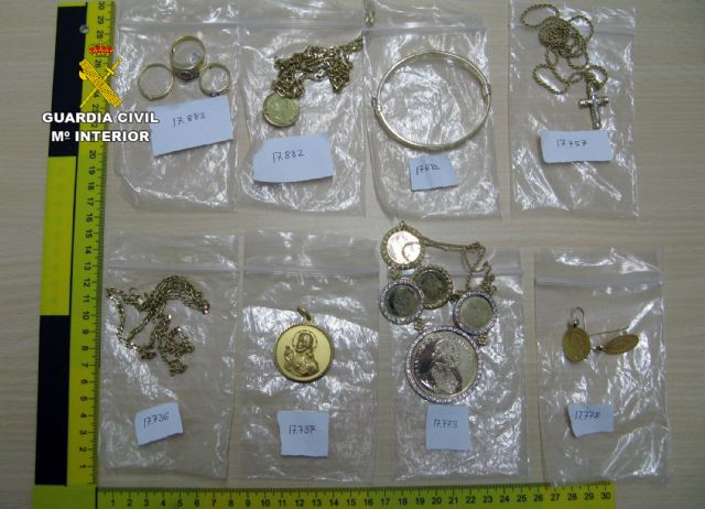 La Guardia Civil desmantela un grupo criminal dedicado a la venta de joyas robadas - 2, Foto 2