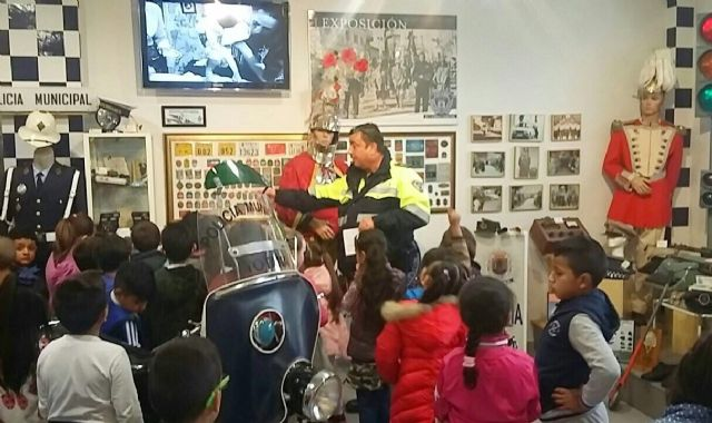 "More than a hundred students of the CEIP ""Comarcal-Deitania"" visit the premises of the Local Police Headquarters and the Museum Collection - 1"