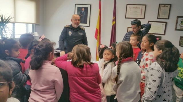 "More than a hundred students of the CEIP ""Comarcal-Deitania"" visit the premises of the Local Police Headquarters and the Museum Collection - 2"