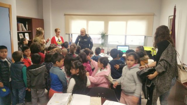 "More than a hundred students of the CEIP ""Comarcal-Deitania"" visit the premises of the Local Police Headquarters and the Museum Collection - 4"