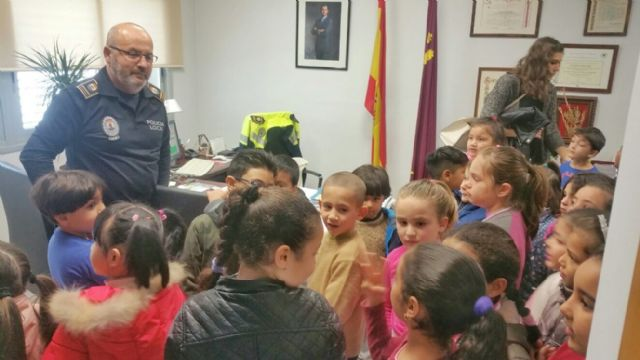 "More than a hundred students of the CEIP ""Comarcal-Deitania"" visit the premises of the Local Police Headquarters and the Museum Collection - 6"