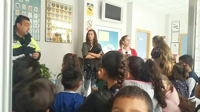 "More than a hundred students of the CEIP ""Comarcal-Deitania"" visit the premises of the Local Police Headquarters and the Museum Collection - 7"