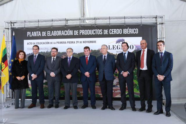 ELPOZO ALIMENTACIÓN coloca la primera piedra de su nueva planta de elaboración de productos de cerdo ibérico, Foto 1