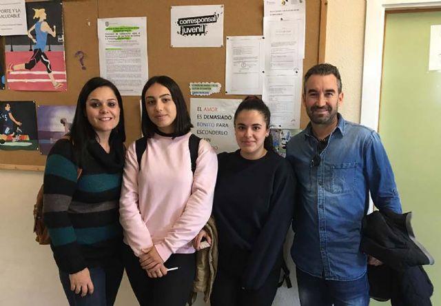 El IES 'Salvador Sandoval' cuenta este curso con dos nuevas corresponsales juveniles - 1, Foto 1