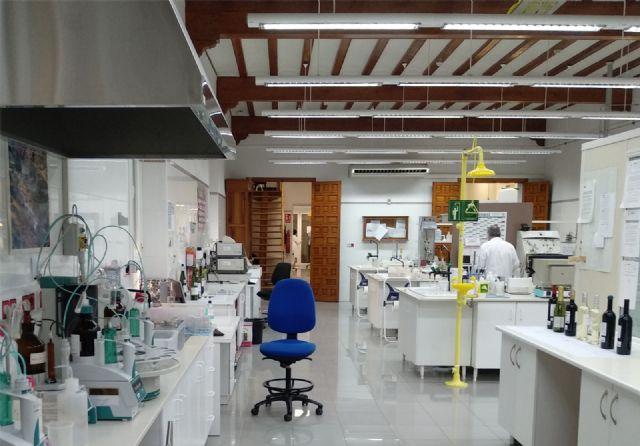 El Laboratorio Enológico de Jumilla realiza más de 30.000 análisis anuales de uvas y vinos para garantizar la calidad y facilitar su exportación - 1, Foto 1