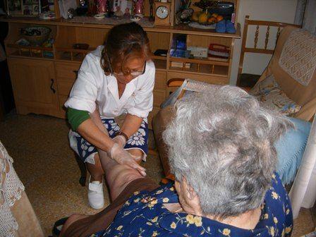 Se prorrogan los contratos de servicios de atención directa para la prestación básica de ayuda a domicilio (SAD) y gestión del servicio de ayuda a domicilio para personas dependientes