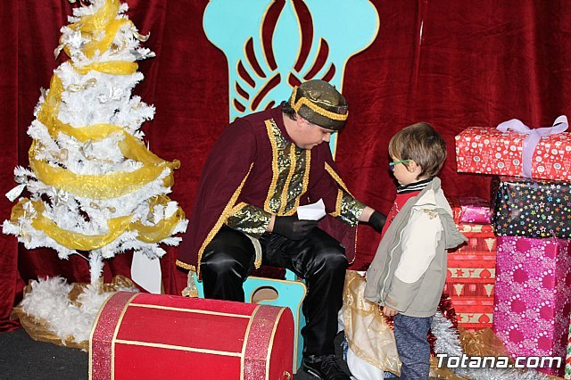 The Royal Mailman sent by Their Majesties the Magi of the East collects the missives and wishes of the boys and girls - 1